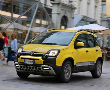 Fiat, la Panda diventa Cross: quanto costa e come va il city suv