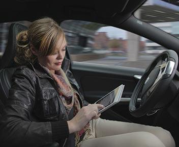 Volvo driveme vi racconto come va l 39 auto che guida da for L auto che si guida da sola