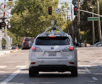 Google l 39 auto che guida da sola ora riconosce incroci e for L auto che si guida da sola